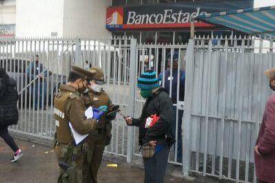 Detienen a adulto mayor con COVID-19 tratando de ingresar a un banco en San Miguel