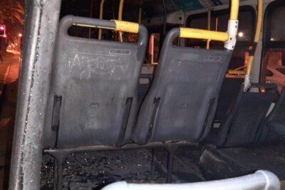 Grupo de 15 sujetos secuestró bus del Transantiago e intentó incendiarlo en la Villa Francia