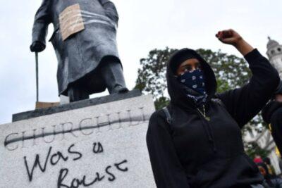 VIDEO | Británicos vandalizan estatuas en medio de manifestaciones por George Floyd