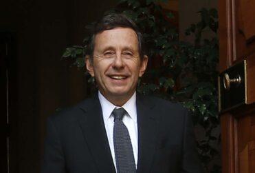 """José de Gregorio apoya retiro de fondos de las AFP: """"El ahorro de las personas es para tiempos de dificultad"""""""