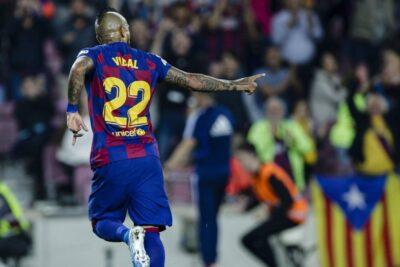 """DT de FC Barcelona por Arturo Vidal: """"Tiene muchas opciones de seguir"""""""