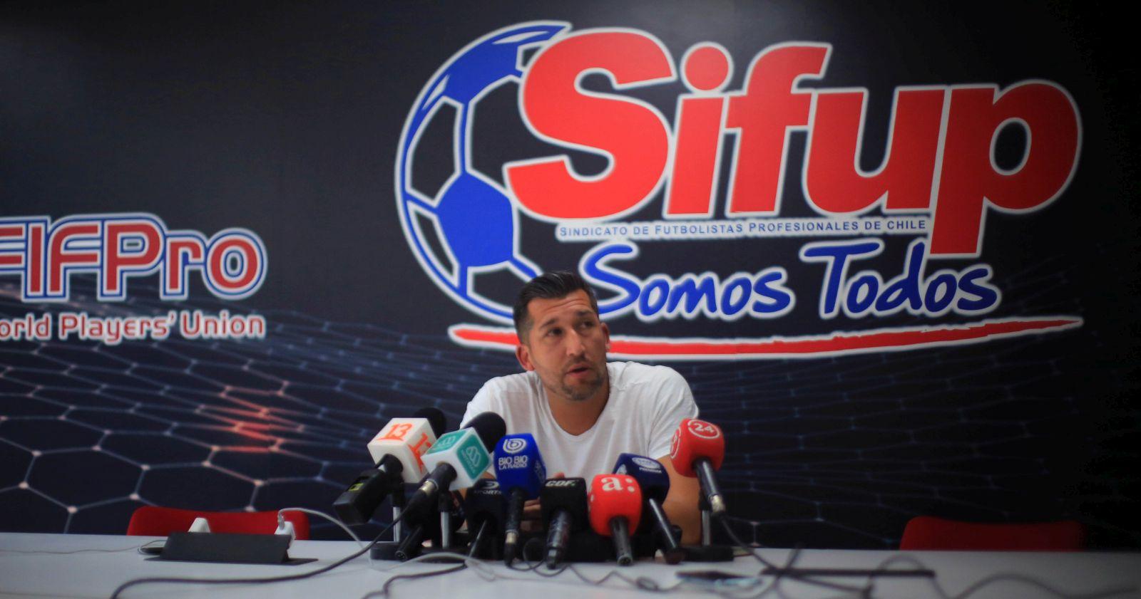 """""""El quiebre entre el Sifup y los ex futbolistas por el bono de retiro"""""""
