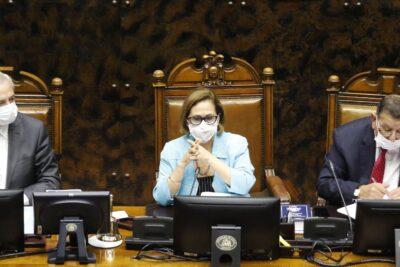 Presidenta del Senado por denuncia contra Raúl Guzmán: normas sanitarias deben ser cumplidas por todos, sin privilegios