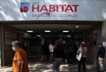 """""""Busca destruir el sistema previsional"""": las cartas de Habitat, Cuprum y ProVida a sus afiliados por proyecto de retiro de fondos"""