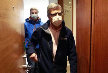 Alcalde Lavín critica que detenido por robo a banco de Las Condes quedara en libertad