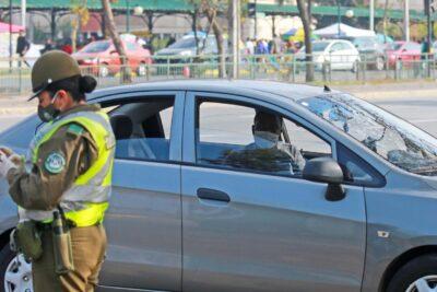 Con permiso falso y drogas: dos detenidos por intentar sobornar a Carabineros en La Reina