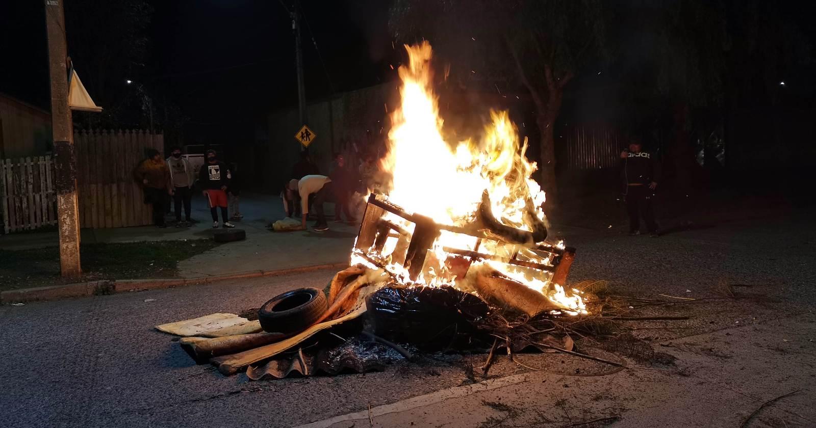 Los incidentes y barricadas que marcaron noche de protestas en Santiago