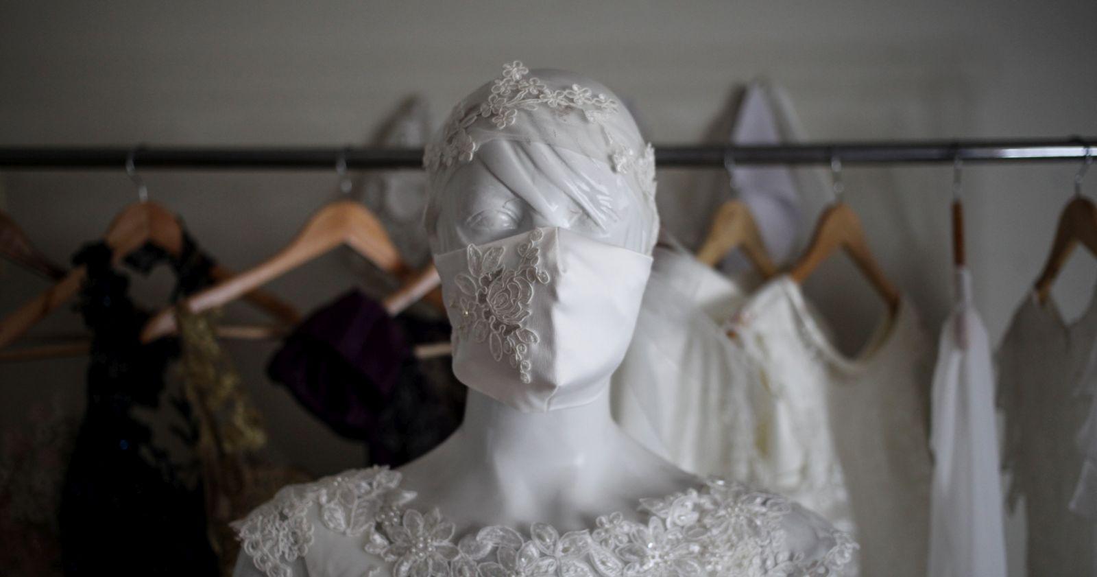 """""""Maskne: cómo prevenir la aparición de acné por el uso extenso de la mascarilla"""""""