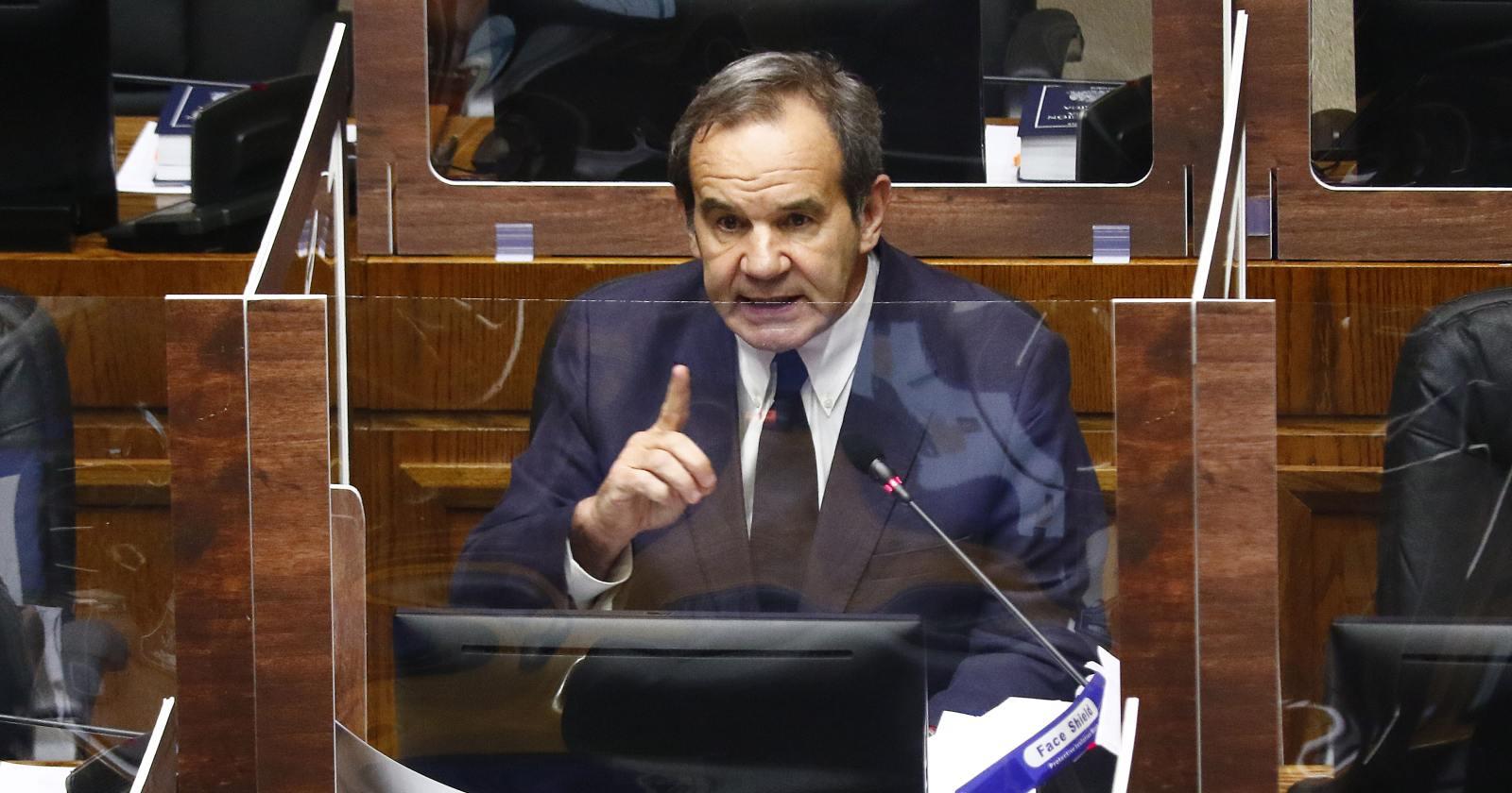 Los dardos de Andrés Allamand a Desbordes y Lavín en votación en el Senado