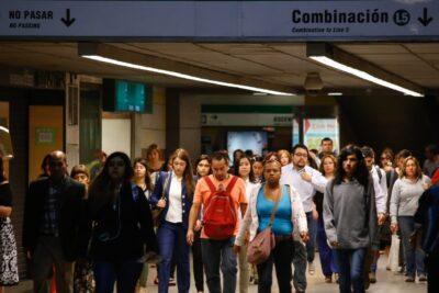 Gobierno sugiere horarios diferidos de ingreso a clases para evitar aglomeraciones en transporte público