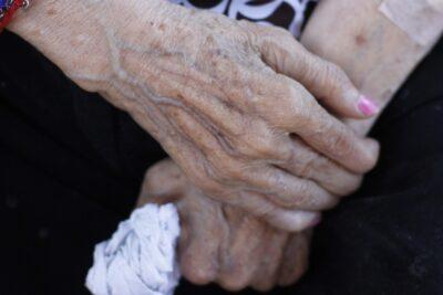 Llevaban meses sin contactarse con un familiar: hallan a dos adultos mayores fallecidos en vivienda de Las Condes