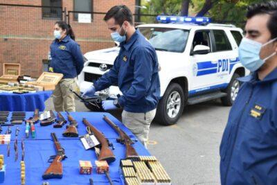 """""""Operativo Fragmentados"""": PDI incautó 50 armas que eran comercializadas en Santiago"""