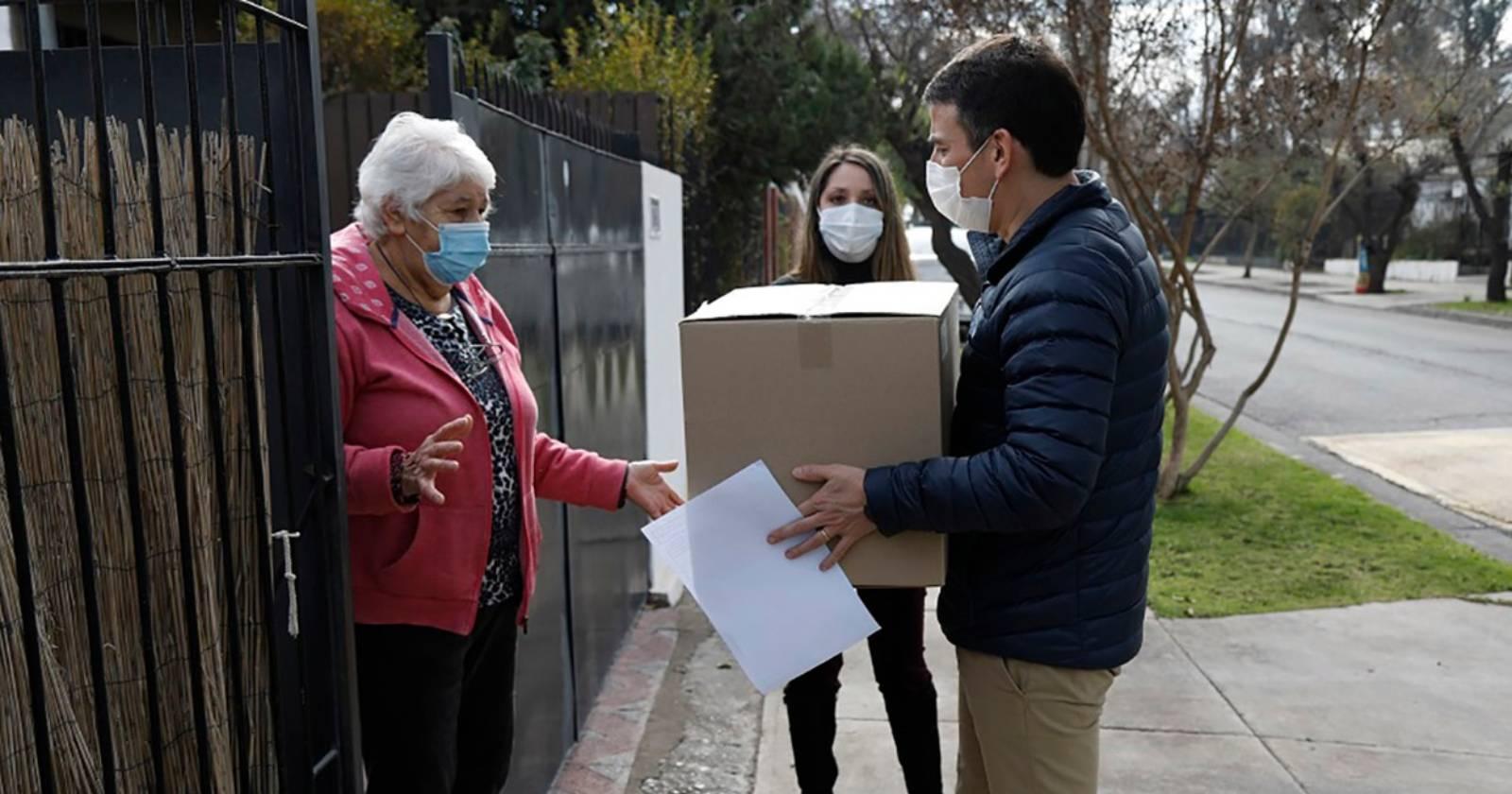 CMPC inicia donación de mascarillas a vecinos de Puente Alto