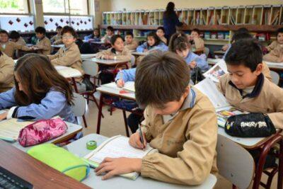 Jorge Sharp anuncia que colegios municipales de Valparaíso no volverá a clasespresenciales este año