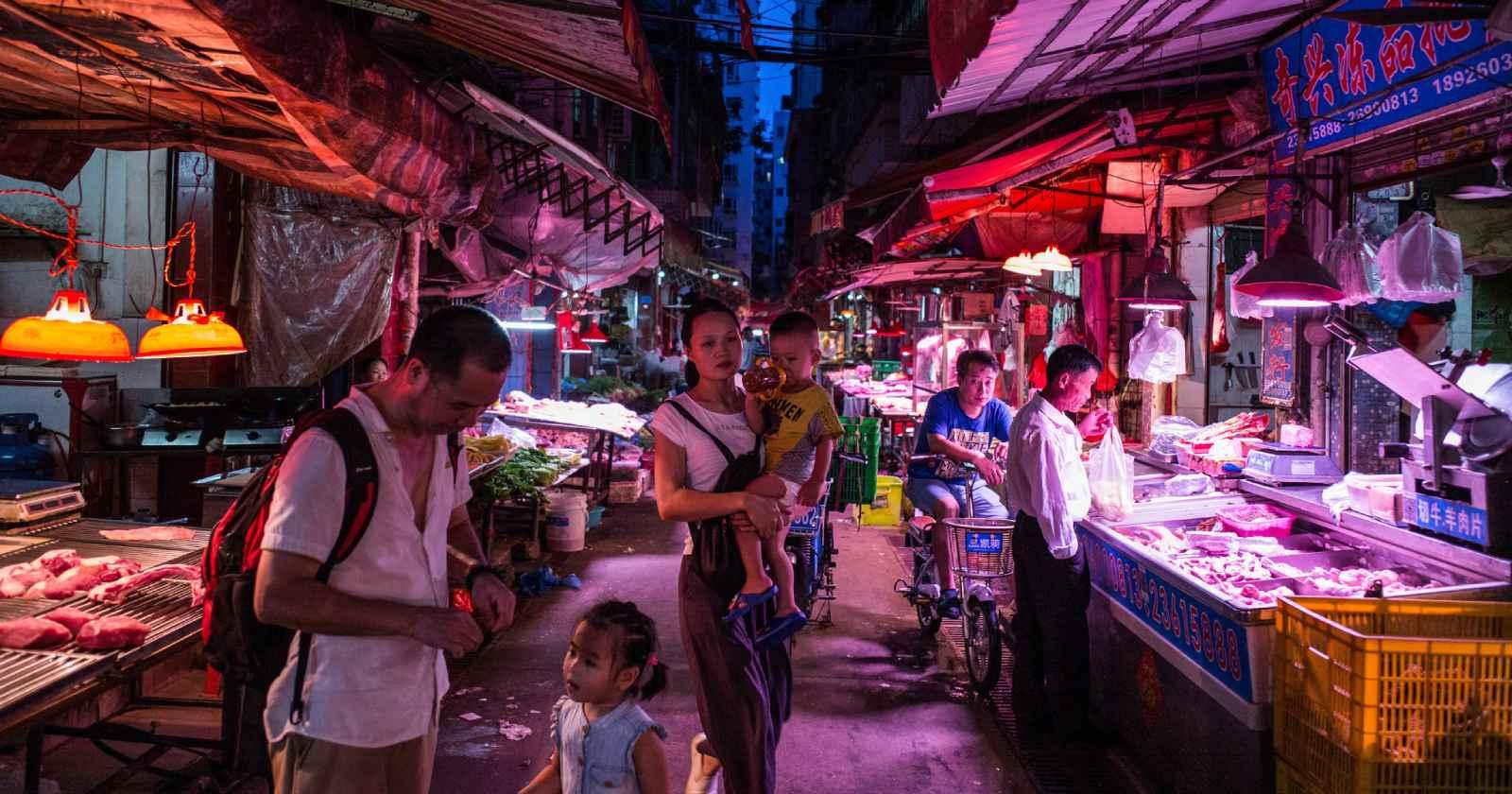 """""""China reacciona y arremete contra los mercados de animales"""""""