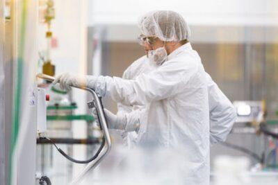 Laboratorio Moderna anuncia fecha para última etapa de ensayos en su vacuna contra el COVID-19