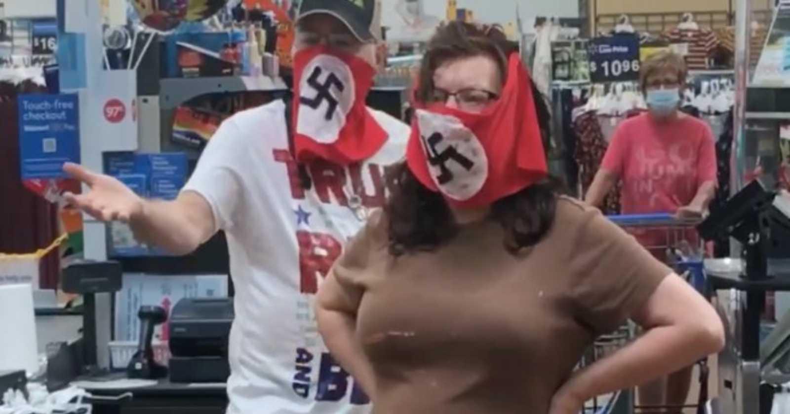 Walmart prohíbe ingreso por un año a pareja que usó mascarillas con la esvástica nazi