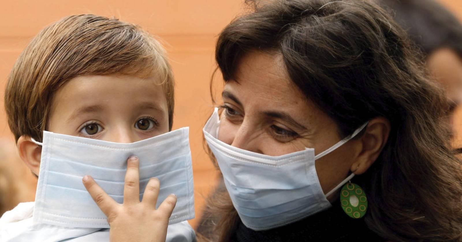 Estudio indica que niños menores de cinco años tienen una carga viral de coronavirus más altaque los adultos