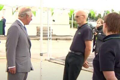 VIDEO – Príncipe Carlos quedó en shock al ver a un hombre desmayarse frente a él