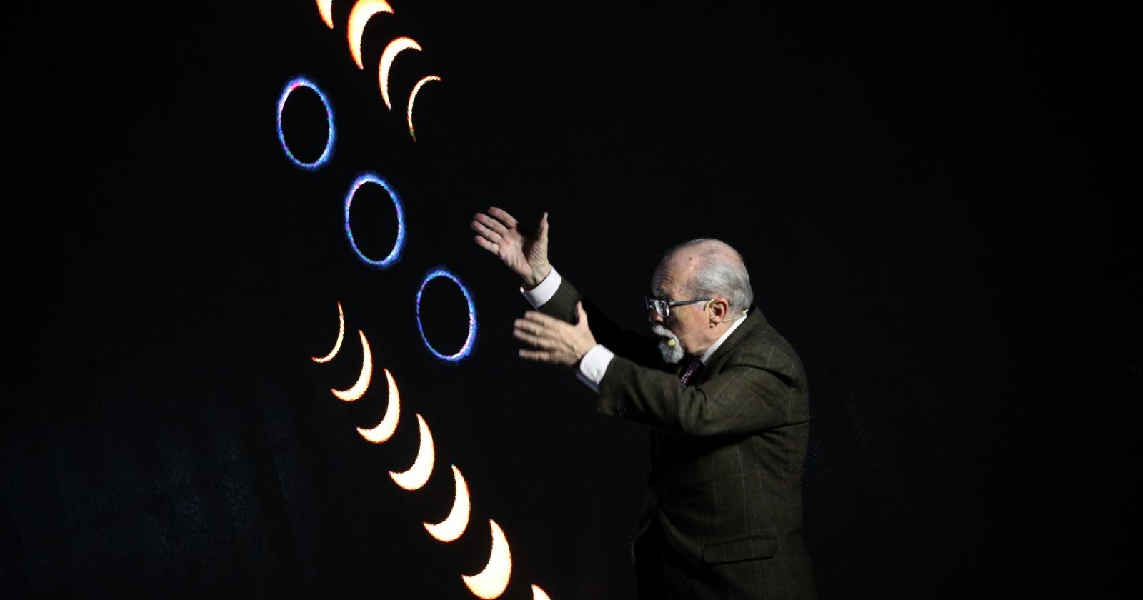 José Maza dictará clase magistral sobre el eclipse solar de diciembre próximo
