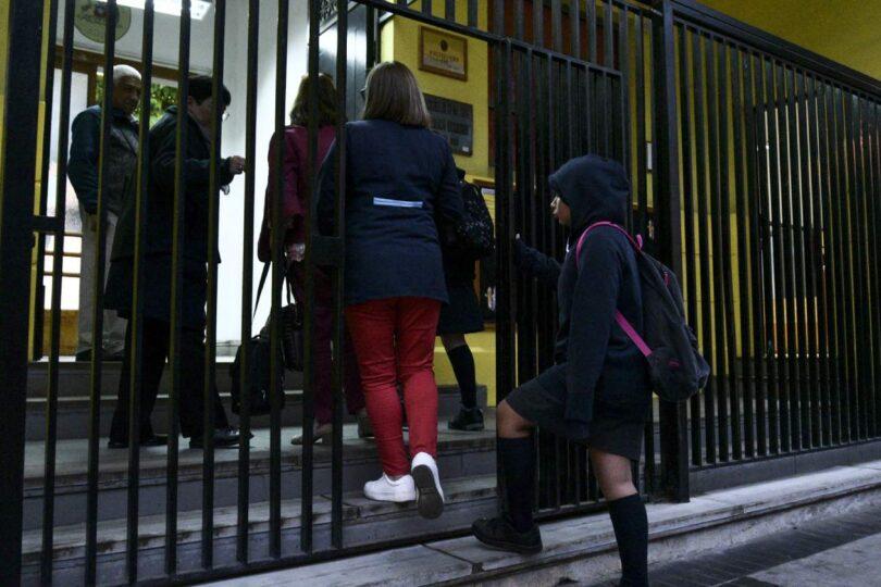 Comisión de Educación prohíbe expulsión de alumnos por morosidad
