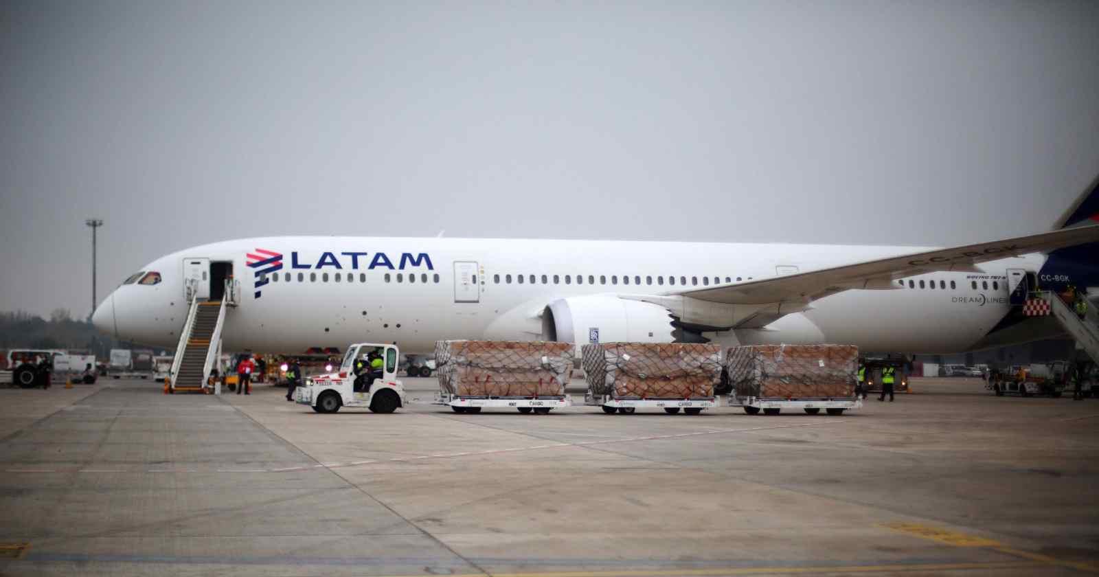 LATAM abre vuelos nacionales y reanuda algunas rutas internacionales