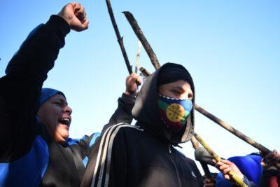 Biobío: cerca de 100 personas se tomaron Municipalidad de Tirúa