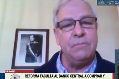 Fotografía de Pinochet: Urrutia asegura no temer al proyecto de la oposición que sanciona el negacionismo