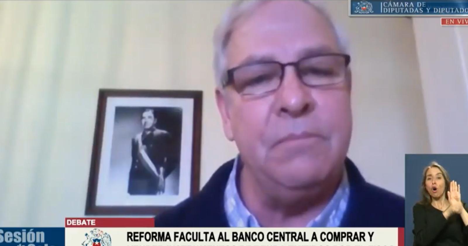Urrutia justifica foto de Pinochet y asegura que tiene un gusto refinado