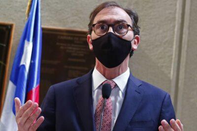 """Ministro Figueroa afirma que universidades no correrían """"riesgo"""" de cierre por la pandemia"""