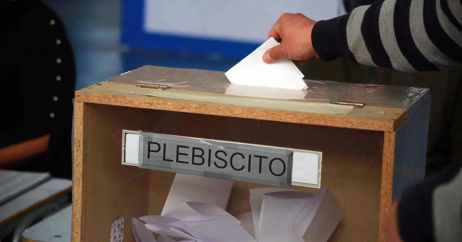 Propuesta de La Moneda para plebiscito excluiría a pacientes COVID-19 de la votación