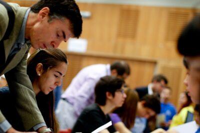 Las razones que explicarían la baja presencia de universidades chilenas en posiciones destacadas de rankings internacionales