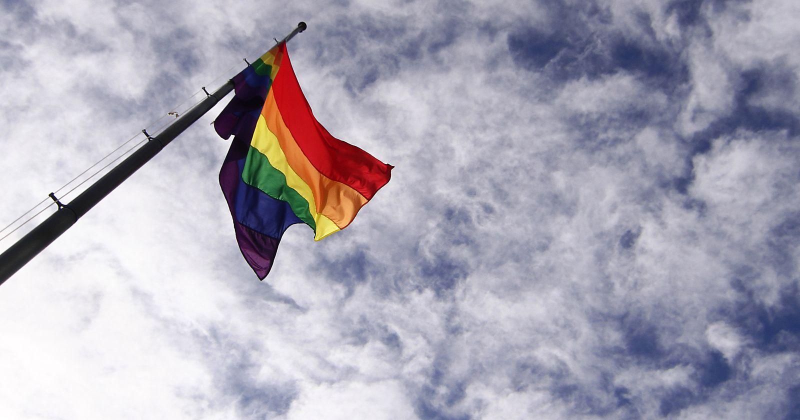 """""""¿Es una condición o una orientación?"""": Gobierno se disculpa por pregunta sobre la homosexualidad"""