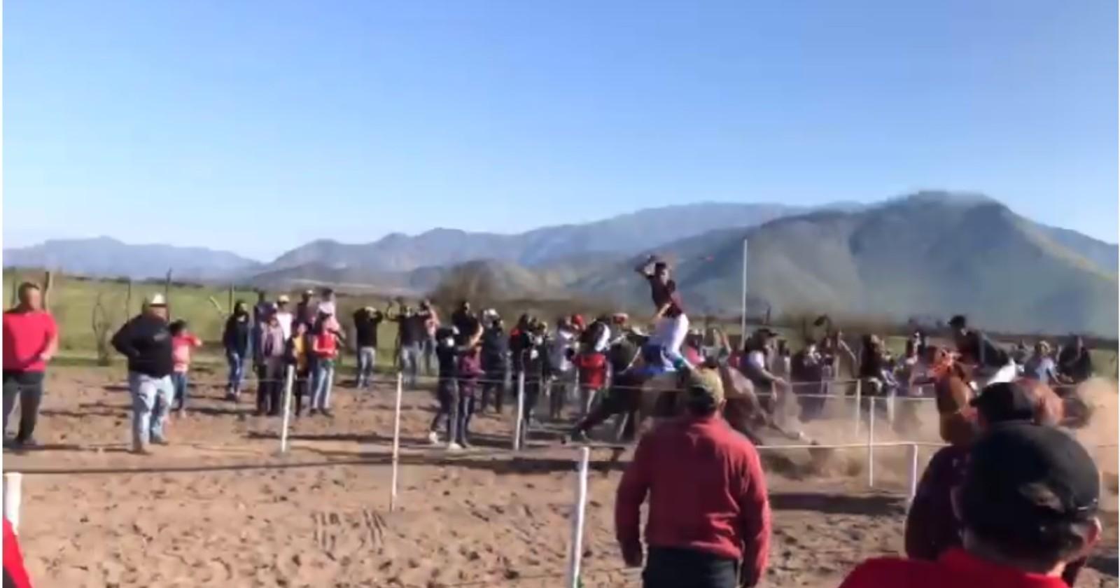 VIDEO – Más de 200 personas fueron sorprendidas en carreras de caballos clandestinas en Lampa