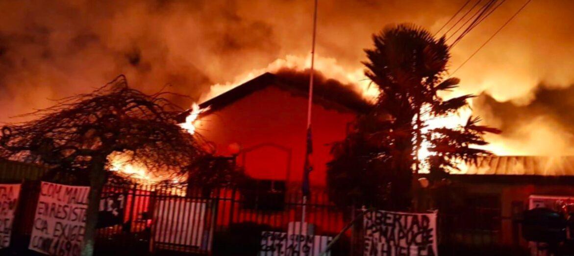 Violenta noche en Curacautín, Ercilla y Victoria: vecinos desalojan municipio tomado por comuneros mapuches
