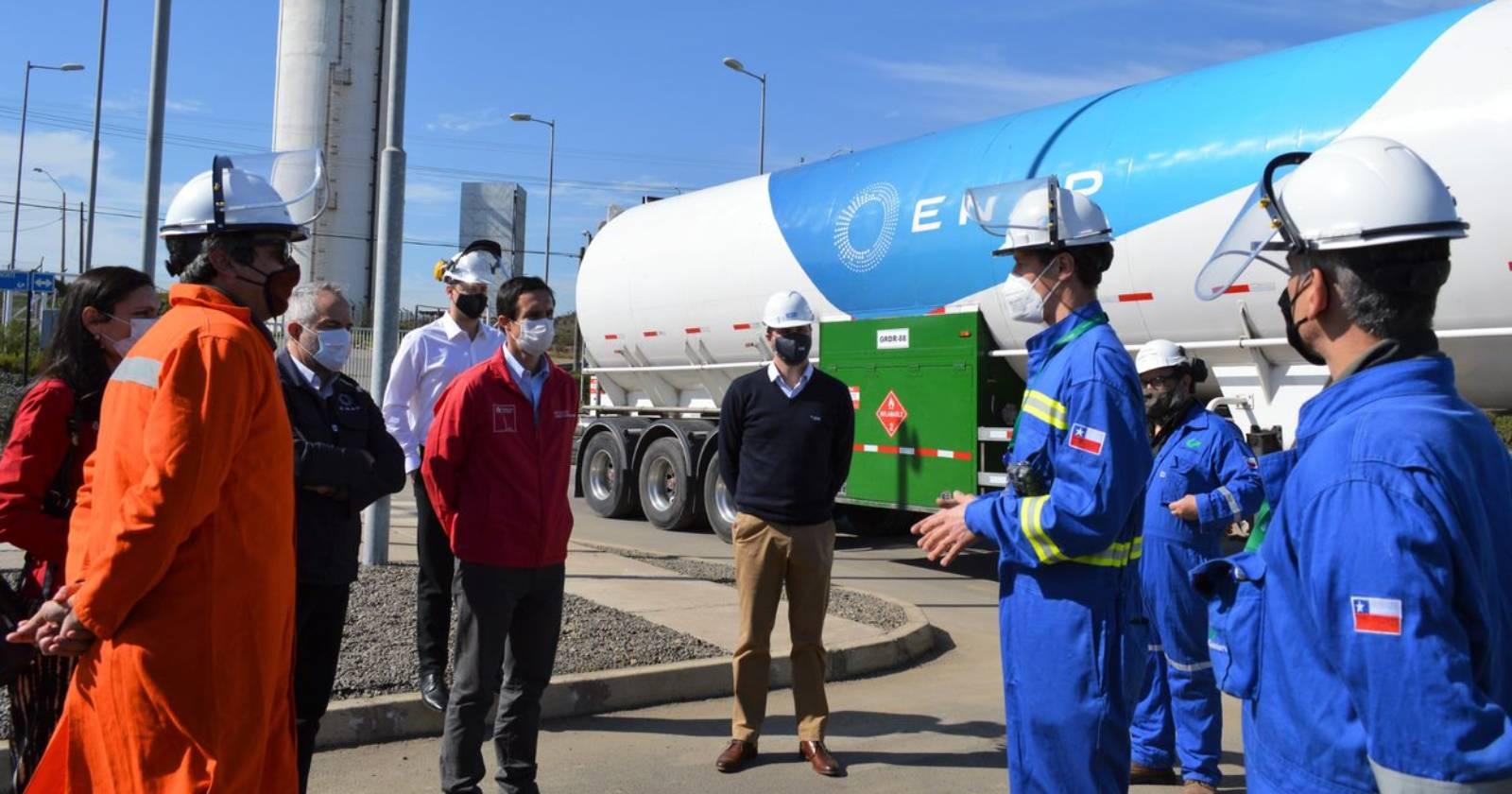 Primer camión de transporte de Enap que emplea Gas Natural Licuado ya está operativo