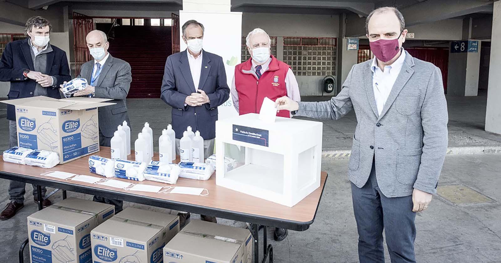CMPC dona 400 mil mascarillas y alcohol gel para vocales de mesa en el plebiscito