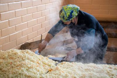Vecinos de Bajos de Mena recibirán 100 mil almuerzos para 30 ollas comunes