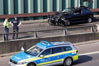 Atentado en Alemania: hombre chocó a varios autos y amenazó con estallar un artefacto explosivo