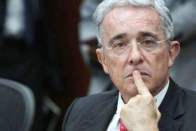 Justicia de Colombia decreta arresto domiciliario contra ex presidente Álvaro Uribe