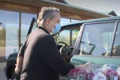 Miguel Bosé apareció comprando con mascarilla pese a sus protestas por su uso