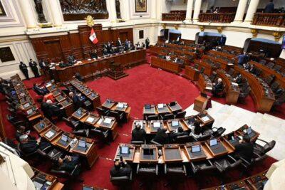 Crisis política en Perú: Congreso obliga a renunciar a todo el gabinete