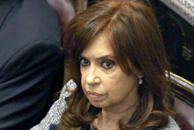 """Cristina Fernández demanda a Google por aparecer con el cargo """"Ladrona de la Nación"""""""