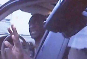 Revelan registro de la cámara corporal de uno de los policías que mató a George Floyd