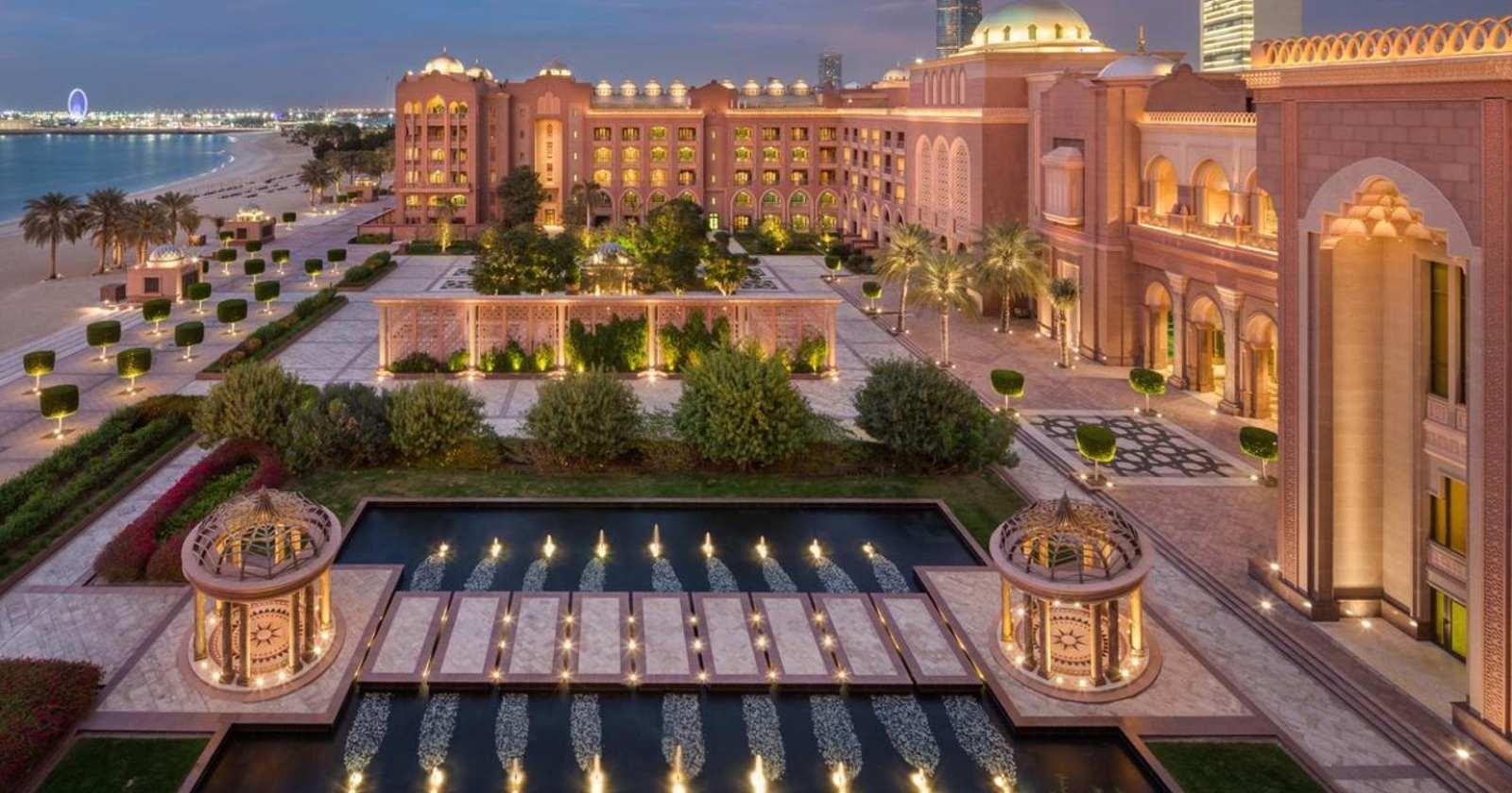 """""""El espectacular hotel donde está el rey emérito Juan Carlos I en Emiratos Árabes"""""""