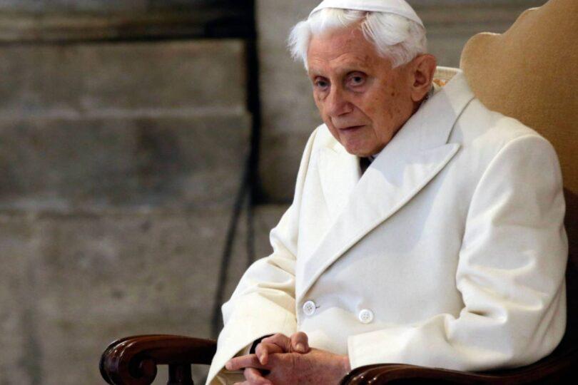 """Papa emérito Benedicto XVI está """"gravemente enfermo y extremadamente frágil"""""""