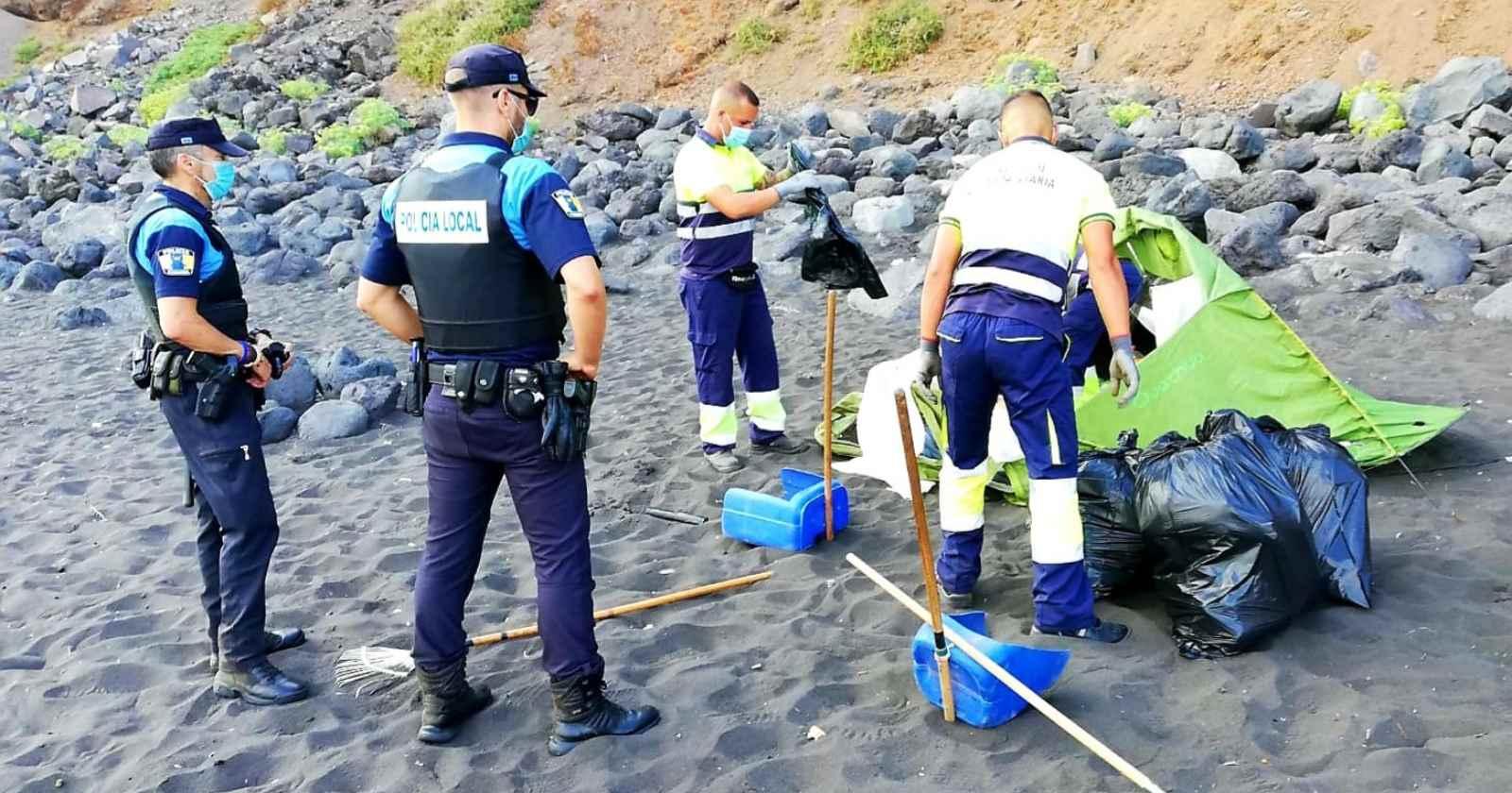 """""""España: desalojan playa donde más de 50 personas se reunieron para propagar el coronavirus"""""""