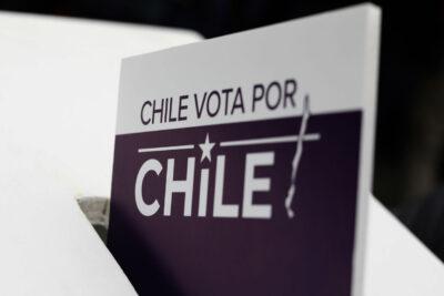Cadem: 63% cree que pacientes COVID-19 deben votar anticipadamente en el plebiscito