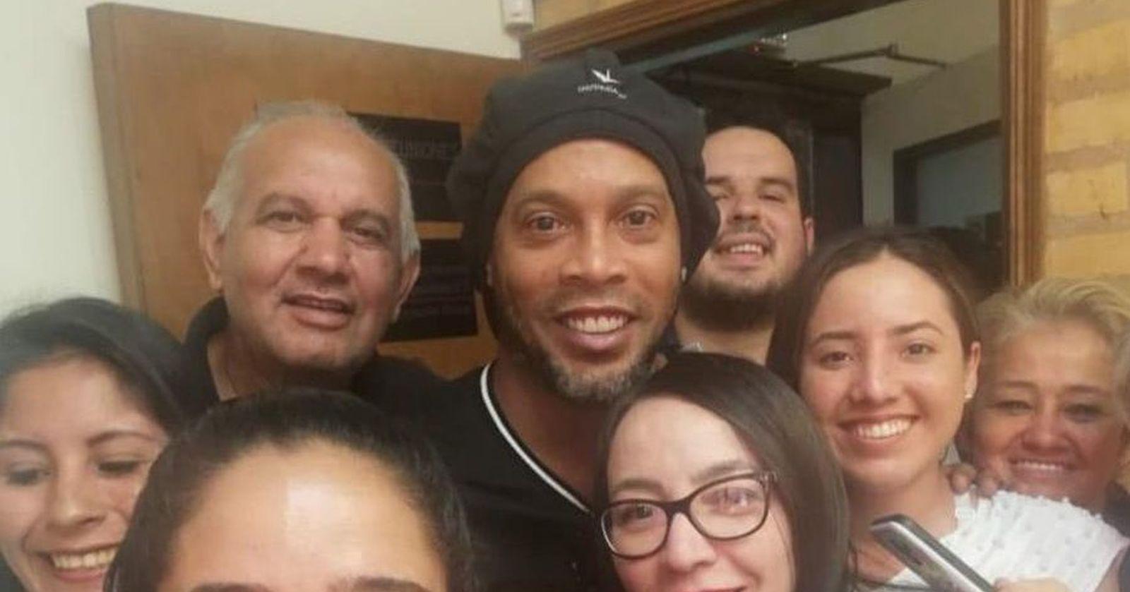 Ronaldinho viajará a Río de Janeiro en avión privado tras ser liberado en Paraguay