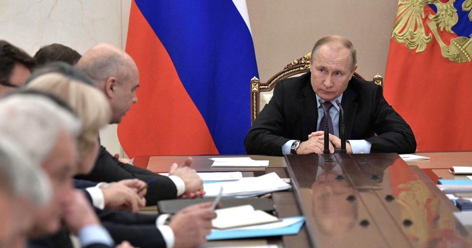 """Rusia revive la """"guerra fría"""" con la vacuna contra el COVID-19"""